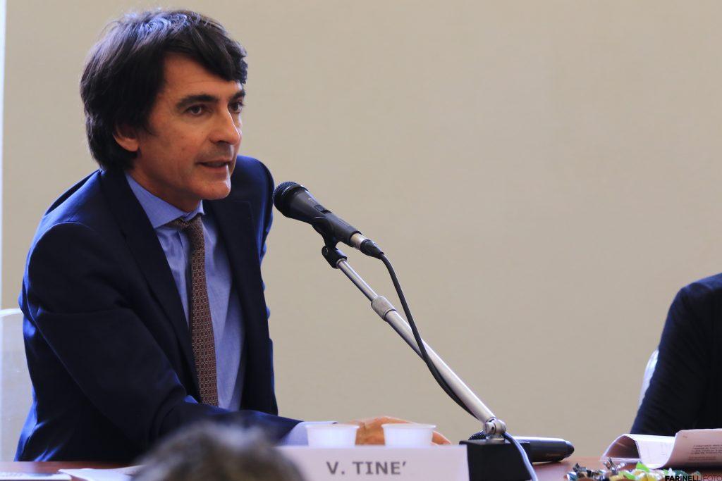 Una foto a mezzo busto del Soprintendente Vincenzo Tiné